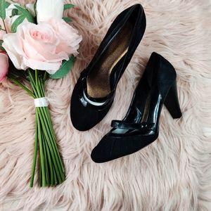 Arturo Chiang black pleated kitten heels